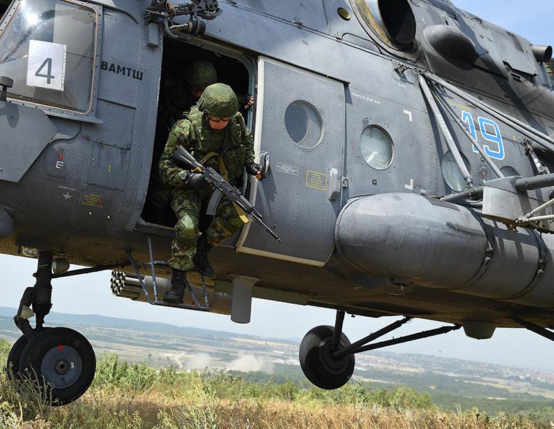 Десант сербов с Ми-8АМТШ.