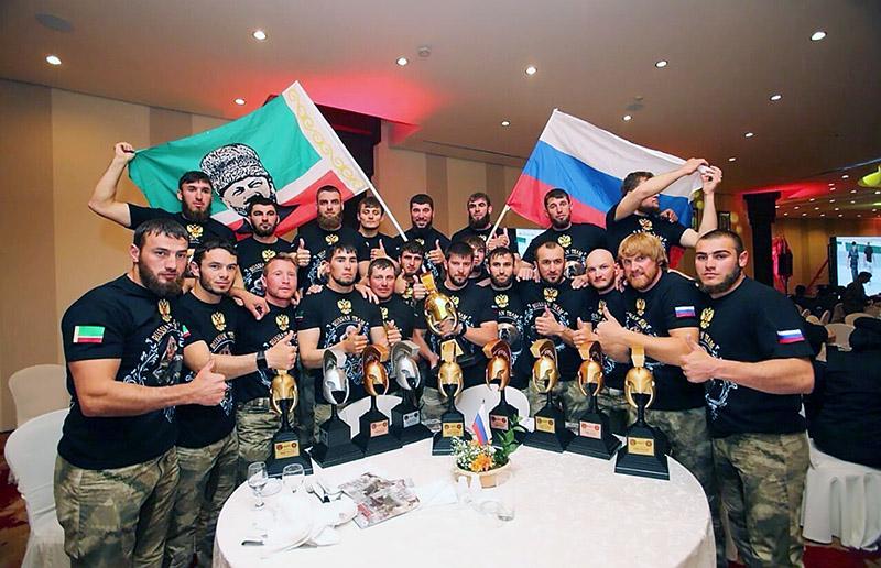 Даниил Мартынов и воспитанники РУС, победившие на чемпионате мира среди спецподразделений силовых структур.
