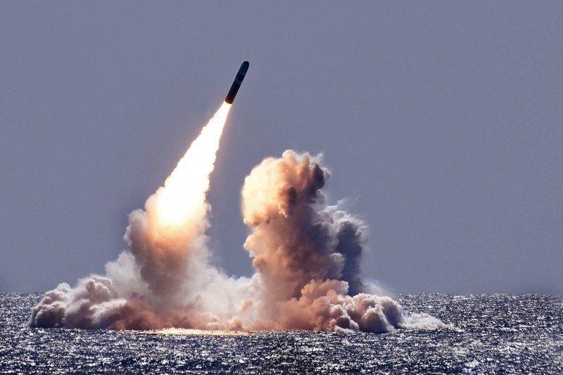 Запуск Trident II D5 с подводной лодки.
