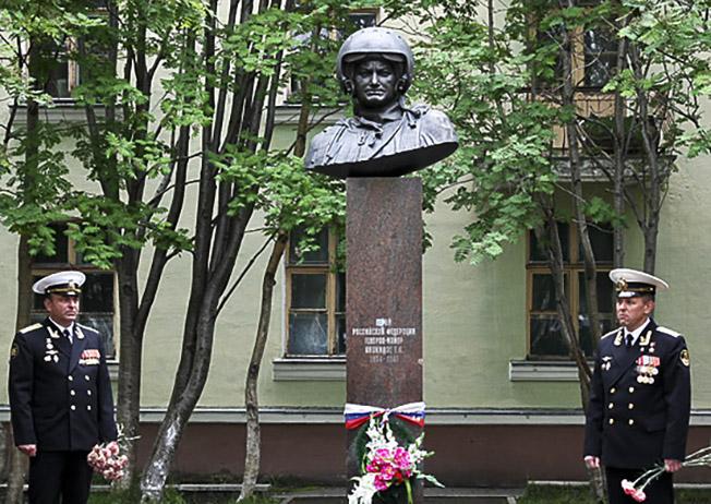 В Североморске увековечили память о Герое Российской Федерации генерал-майоре Тимуре Апакидзе.