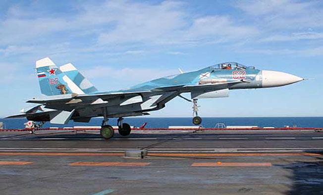 Посадка Су-33 на палубу крейсера «Адмирал Кузнецов».