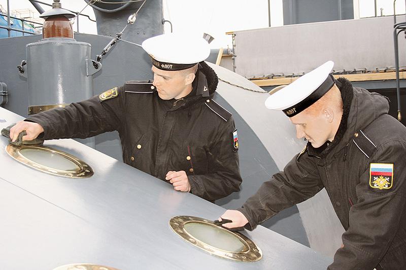 Крейсер должен в любое время суток выглядеть безукоризненно, как и члены его экипажа.