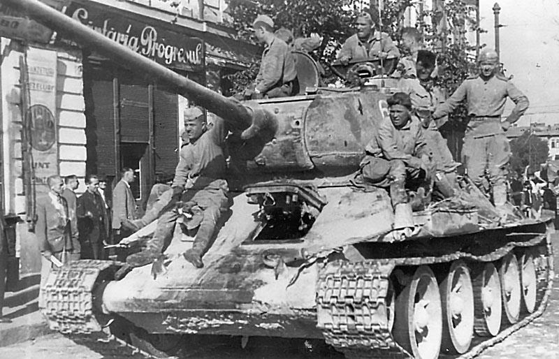 Танк Красной Армии в освобожденном Бухаресте.