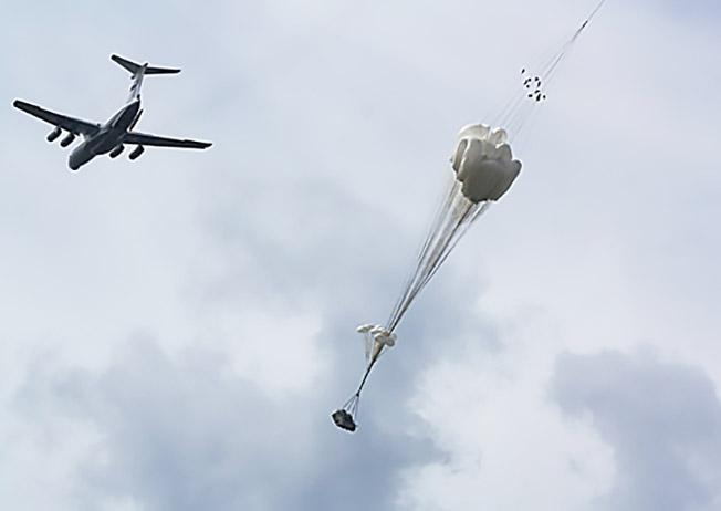 Десантирование БМД-4М парашютно-бесплатформенной системой «Бахча-У-ПДС».
