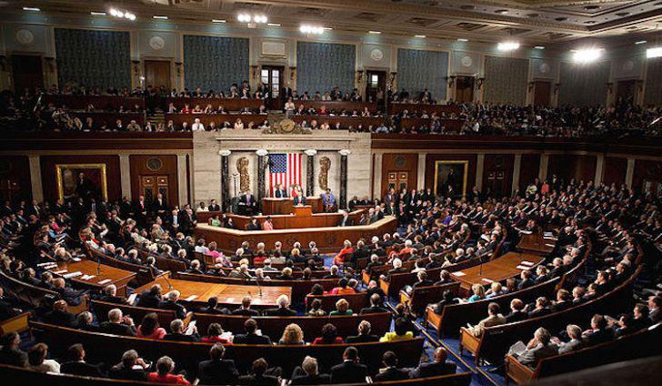 Как сообщило Бюджетное управление Конгресса США, размер госдолга в 2021 году взлетит до 32 триллионов долларов и составит 102% ВВП!