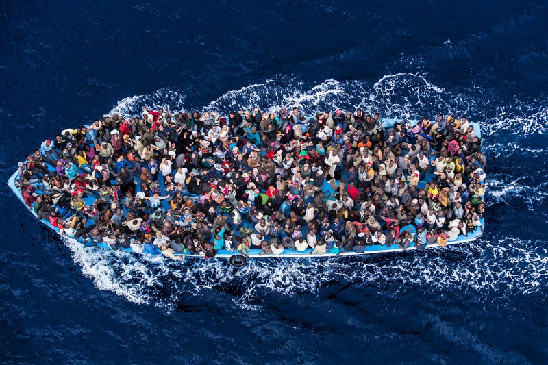 Приток беженцев-мусульман в Европу не уменьшается...
