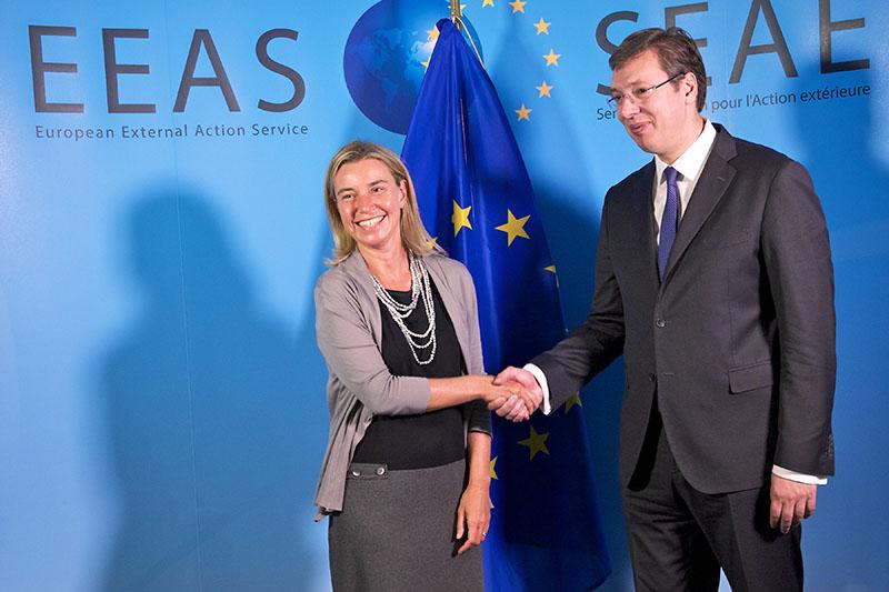 Глава европейской дипломатии Федерика Могерини с президентом Сербии Александром Вучичем.