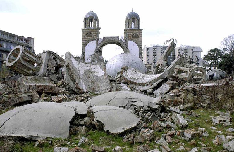 Разрушенные православные монастыри Косова.