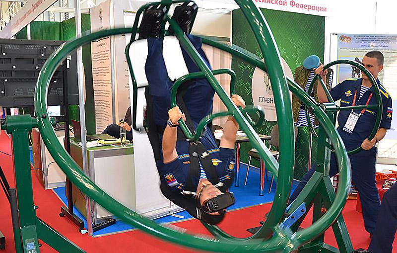 Динамический тренажер парашютиста-десантника дополнили элементами виртуальной реальности.