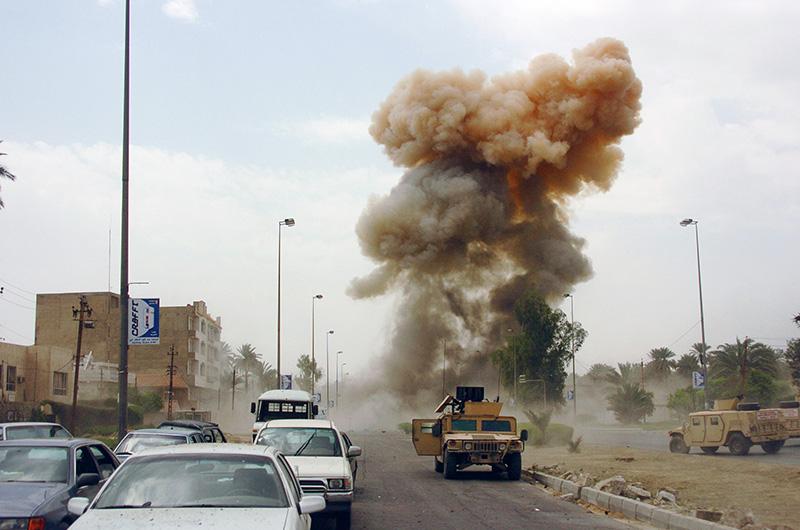 Взрыв машины со смертником в Багдаде.