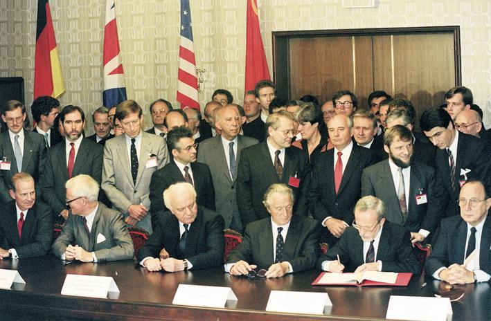 Подписание договора «Два плюс четыре».