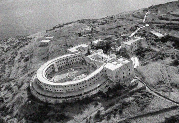 Тюрьма на острове Санто-Стефано.