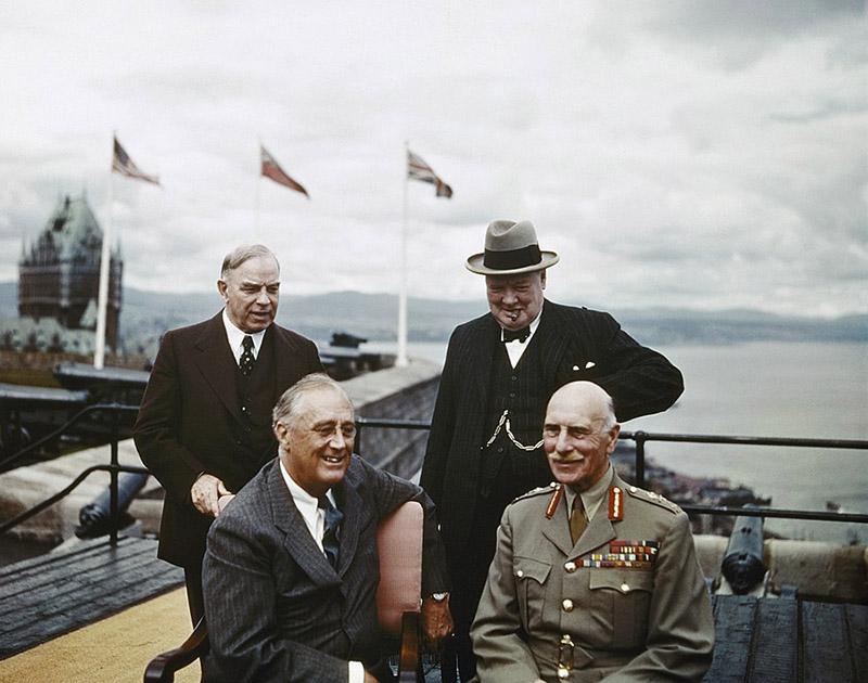 Рузвельт и Черчилль на конференциив Квебеке в 1943 году.