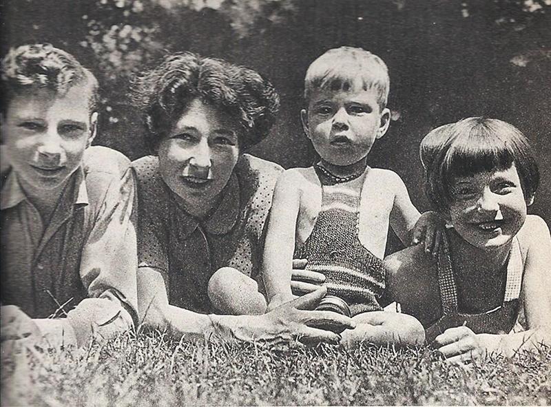 Урсула Кучински с детьми в 1945 году.