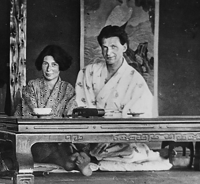 Урсула Кучински со своим первым мужем Рудольфом Гамбургером в Китае.