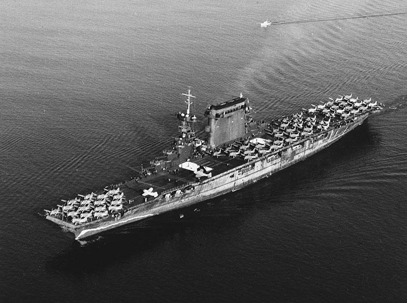 Авианосец США «Лексингтон».