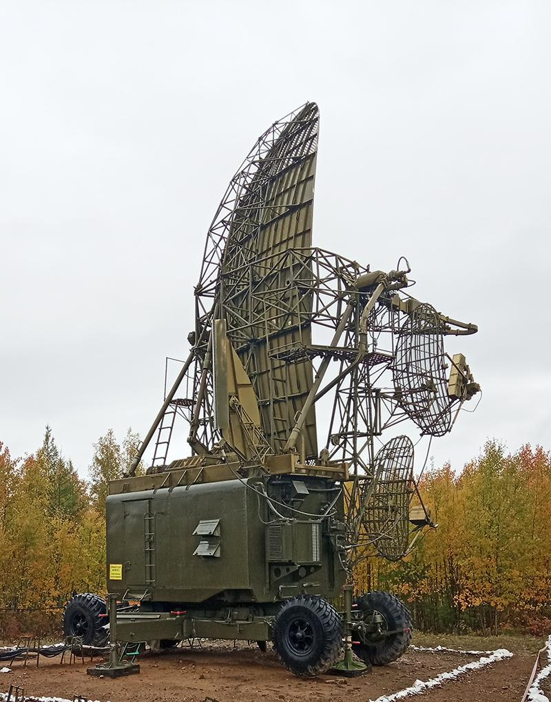РЛС ищет ракеты условного противника.