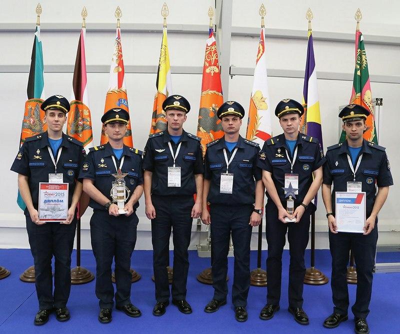Операторы научной роты академии с дипломами форума «Армия».