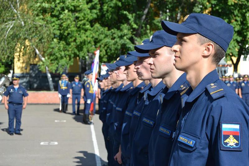 Присвоение звание лейтенантов операторам научной роты Военно-воздушных сил.