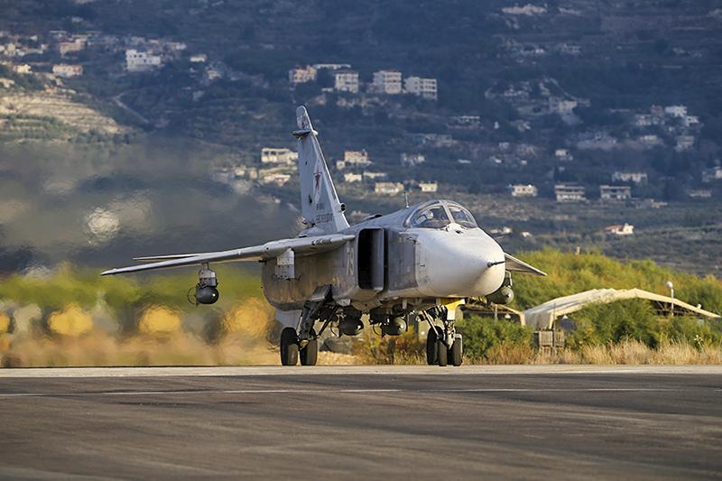 Фронтовой бомбардировщик Су-24М .