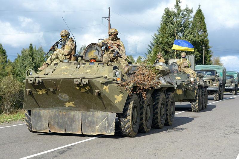 Украинская военная техника движется в сторону западных границ.