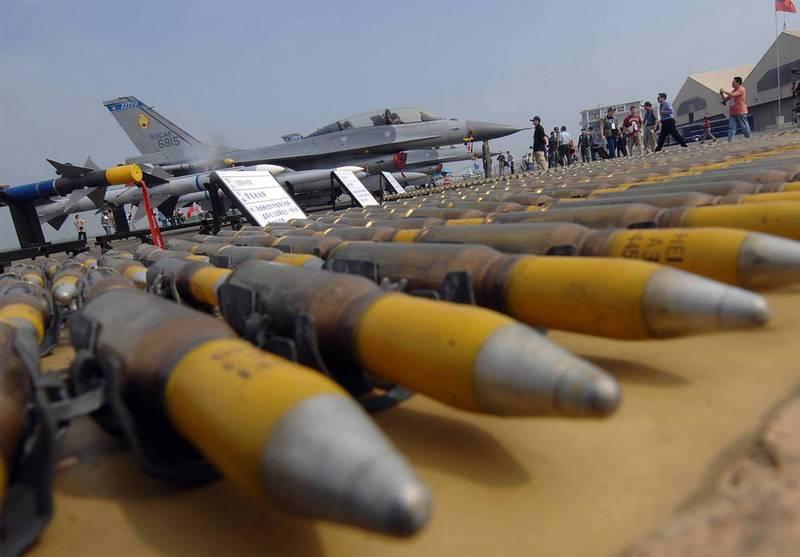 Сам Тайвань является покупателем американского оружия.