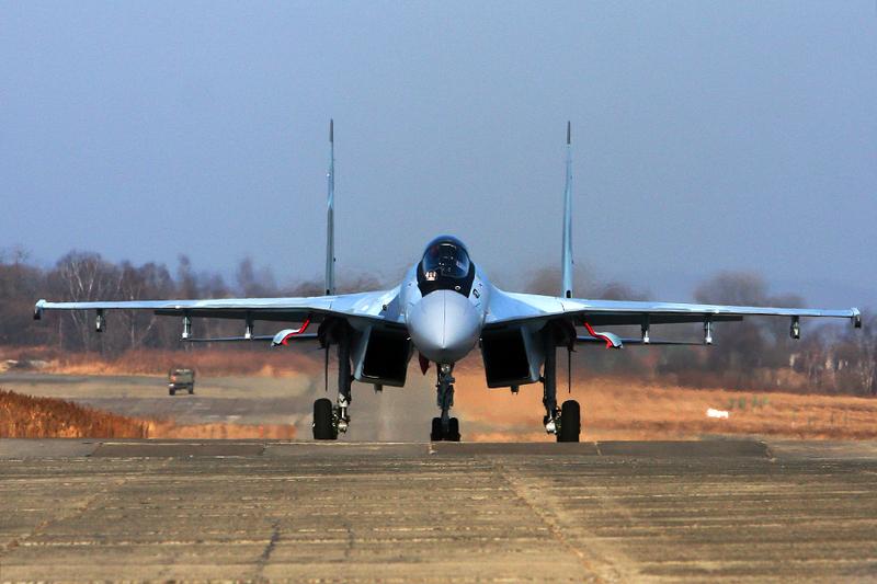 Су-35С на взлете.