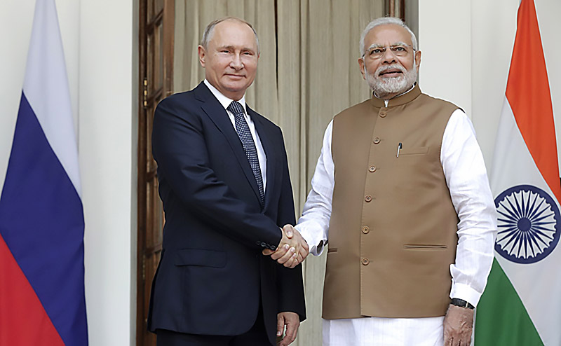 Контракт на поставку С-400 подписан во время визита в столицу Индии президента РФ Владимира Путина.