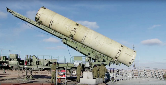 Входящие в комплекс А-235 противоракета.