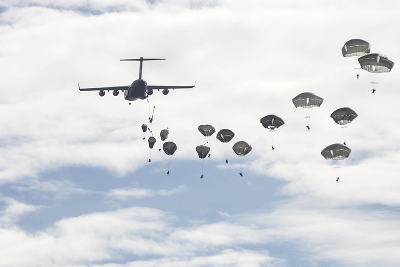 В 2016 году подразделения стран НАТО отрабатывали десантирование на полигоне Сюндален в Финляндии.