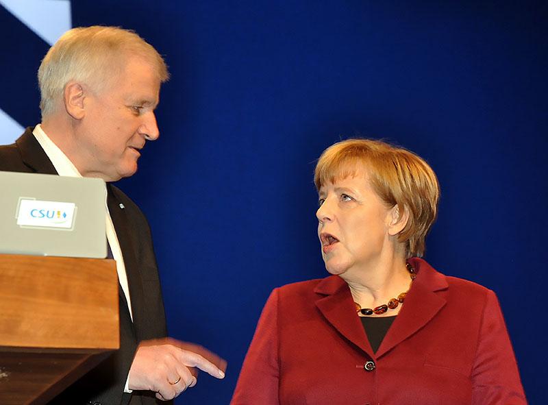 Председатель ХСС Хорст Зеехофер и канцлер Ангела Меркель.