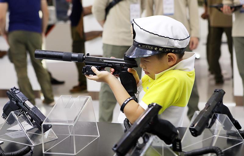 На выставках новый ПЛ-14/15 привлекает даже детей.
