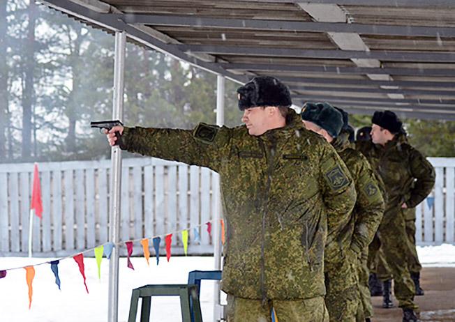 В армии пистолет Макарова основное оружие офицера.