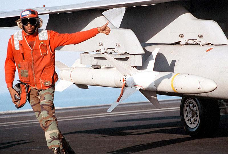 Прообраз СВЧ-оружия был применен во время войны в Югославии против американской ракеты HARM.