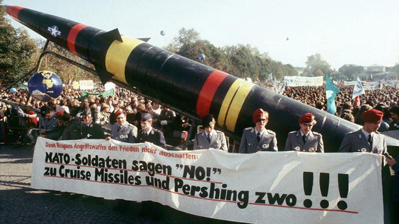 Массовые протесты немцев в октябре 1983 против размещения на их земле американских ракет «Першинг».