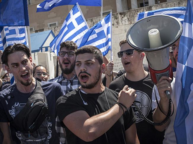 Греки протестуют против баз США и НАТО.