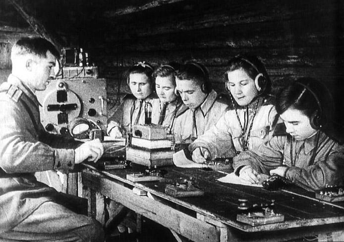 Подготовка военных радистов.