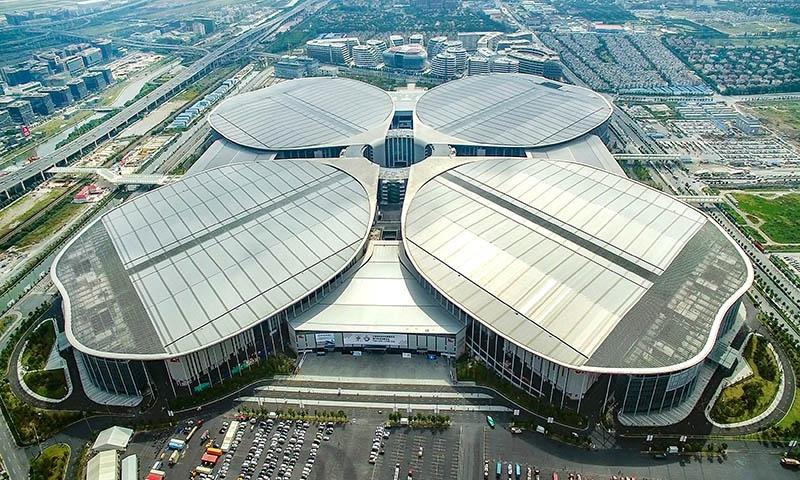 Китайская международная импортная выставка проходит в Национальном выставочном центре в Шанхае.