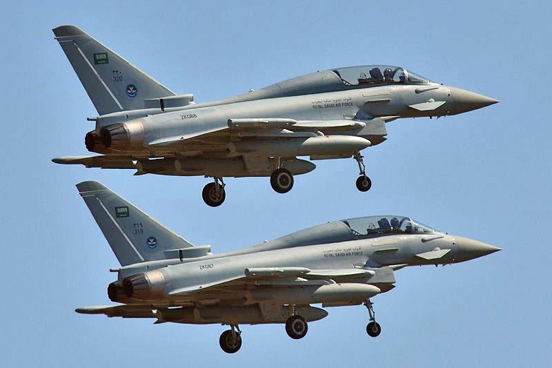 Саудовские бомбардировщики летят бомбить населенные пункты Йемена.