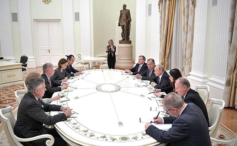 Встреча с помощником президента США по нацбезопасности Джоном Болтоном в Кремле.
