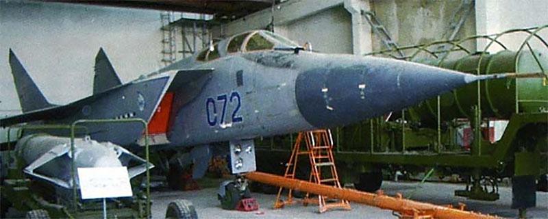 МиГ-31 и ракета 79М6 «Контакт».