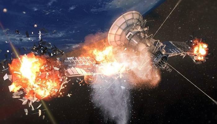 Уничтожение спутника взрывом.