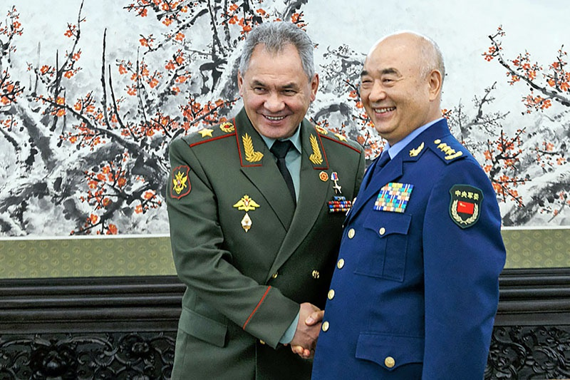 Министр обороны России С. Шойгу во время своего визита в Китай в апреле этого года.