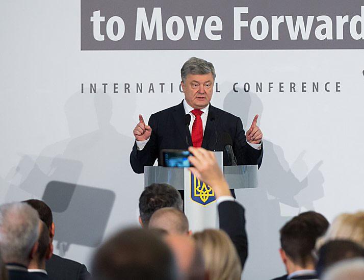 Президент Украины Петр Порошенко заявил о том, что представителям Русской Православной церкви нечего делать на Украине.