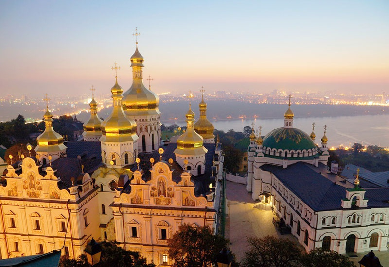 Киево-Печерская лавра - центр православия на Украине.