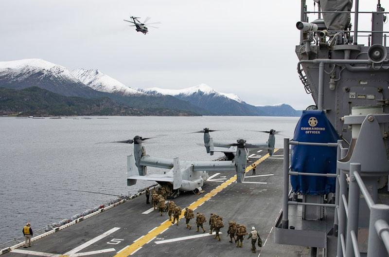 Во время натовских учений «Единый трезубец-2018» до Сунндалсора смог дойти только американский десантный корабль «Иводзима».