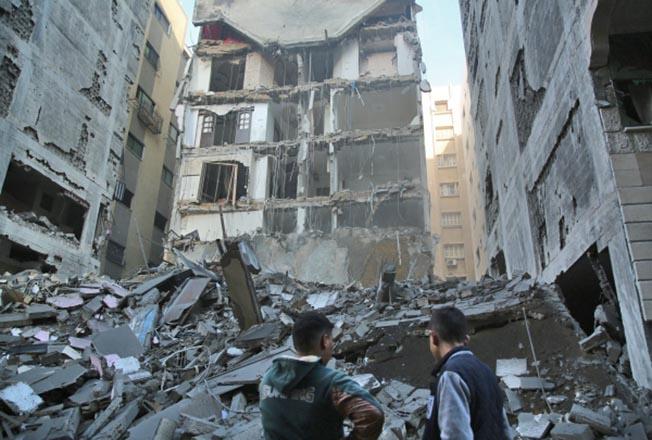Последствия ракетного удара Израиля по территории сектора Газа.