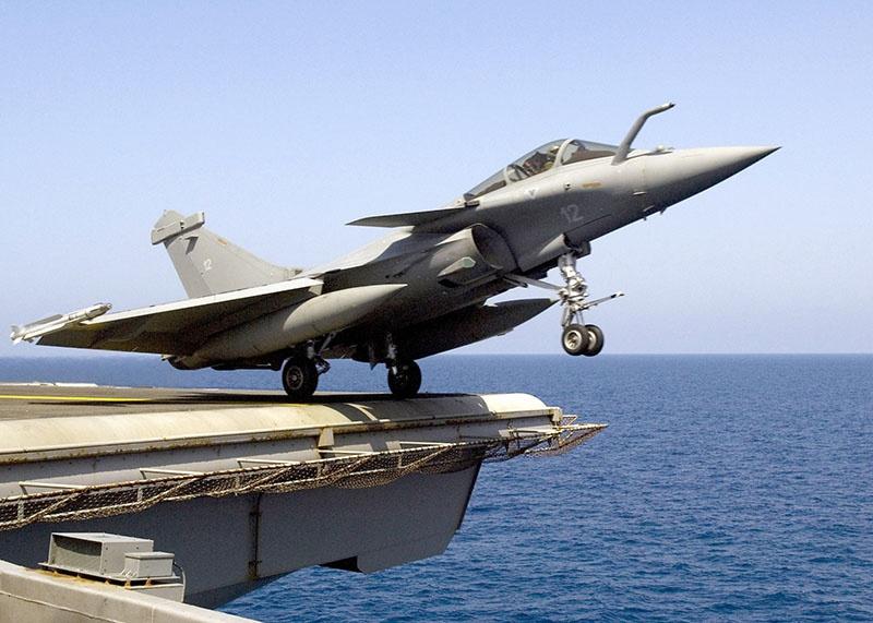 Истребитель-бомбардировщик «Rafale M».