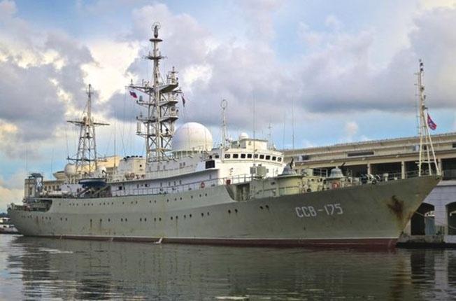 Разведывательный корабль Северного флота ВМФ России ССВ-175 «Виктор Леонов».
