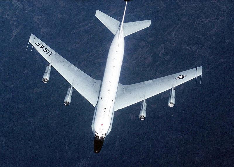 Самолет радиоэлектронной разведки военно-воздушных сил США Boeing RC-135V с позывным BASTE41 взлетел с авиабазы Суда-бей на острове Крит в Греции и направился в акваторию Черного моря.